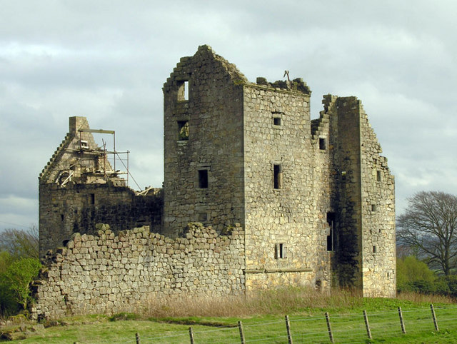 The ruins of Torwood Castle/ Author: Nigel J C Turnbull – CC BY-SA 2.0