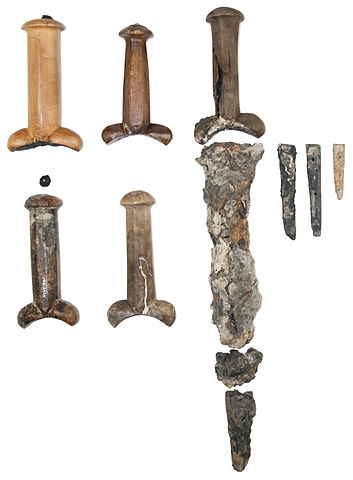 Some of the bollock daggers found on board the Mary Rose. Author: Mary Rose Trust. CC BY-SA 3.0