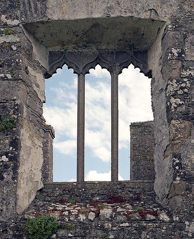 A decorative stone window. Author: Rob Hurson CC BY-SA 4.0
