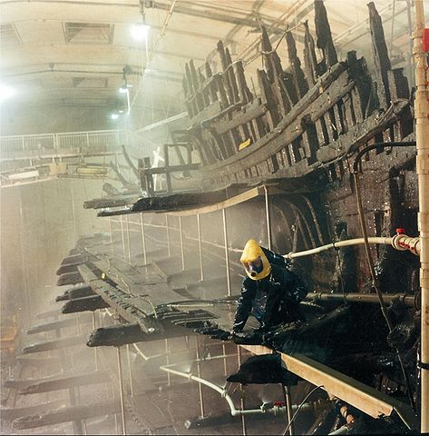 The hull of the ship undergoing conservation. Author: Mary Rose Trust CC BY-SA 3.0