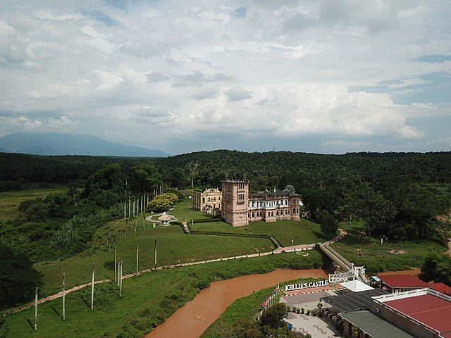 Aerial view of Kellies Castle and the surrounding landscape in 2018. Author: Shahee CC BY 4.0