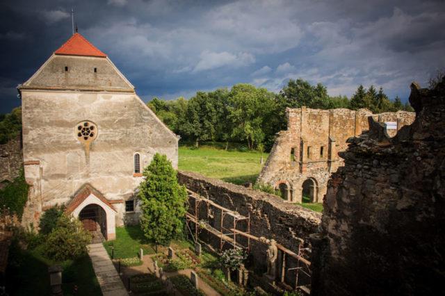 General view of Cârța Monastery, Transylvania, Romania. Author:Radueduard –CC BY-SA 3.0 ro
