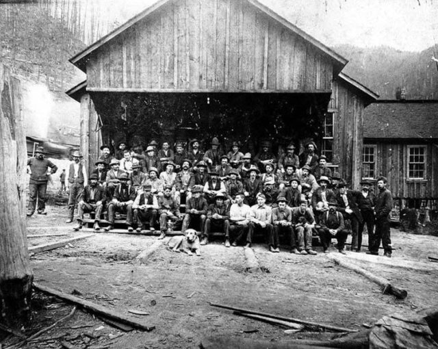 Group photo of some of the miners. Author: University of Washington Libraries, Special Collections