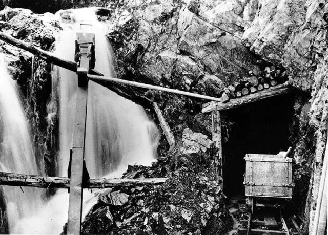 Into Del Campo mine. Author: University of Washington Libraries, Special Collections