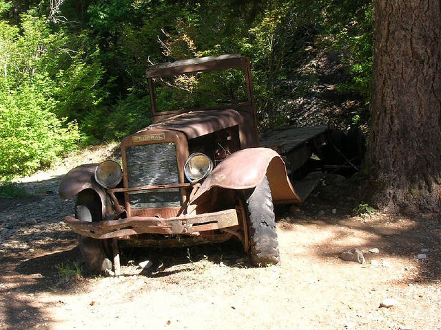Old and abandoned vehicle – alternative angle. Author:Donaleen –CC BY 2.0