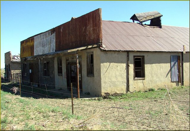 One of the remaining buildings. Author:Don Graham –CC BY-SA 2.0
