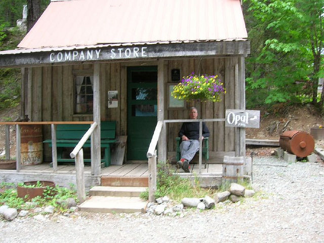 The local company store for tourists and visitors. Author:Donaleen –CC BY 2.0
