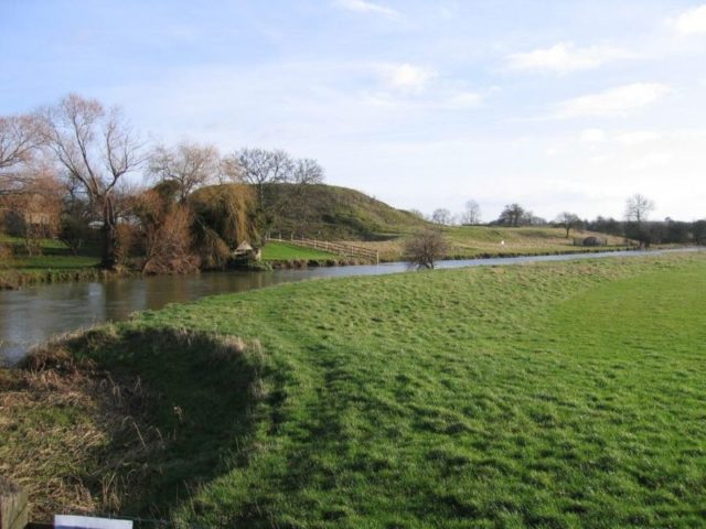 The site of Fotheringhay Castle viewed from across the river. Author:Smb1001 CC BY-SA 4.0