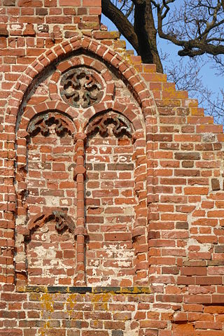 The church is beautifully detailed. Author: Erell – CC BY-SA 3.0