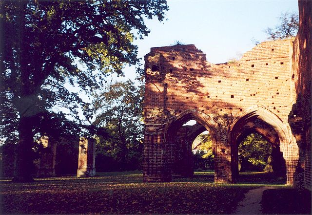 The abbey's ground was developed into a park. Author: C. Löser – CC BY-SA 2.0 de