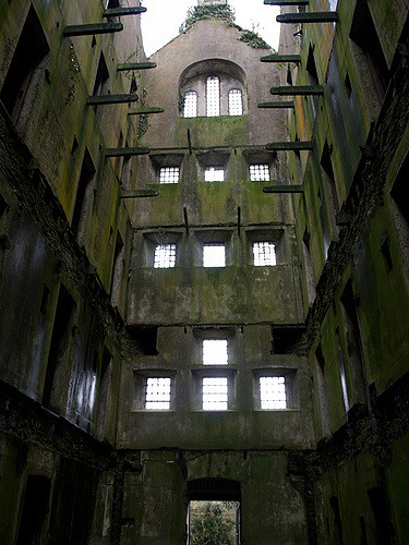 The dramatic and imposing interior. Author: Jon Blathwayt – flickr CC BY 2.0