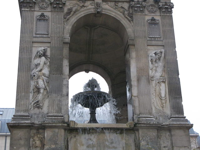 Closeup of the fountain. Author:Dada –CC BY-SA 3.0