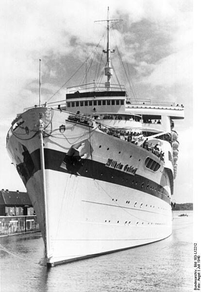 Frontal view of the ship. Author: Bundesarchiv, Bild – CC BY-SA 3.0 de