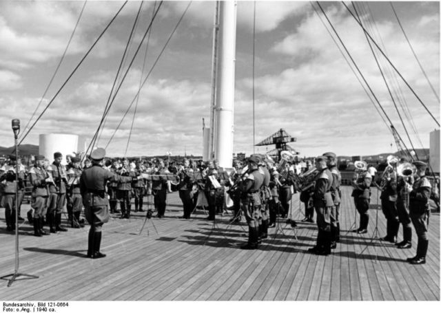 Onboard the ship – photo taken in 1940. Author: Bundesarchiv, Bild – CC BY-SA 3.0 de