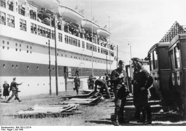 A photo of the ship taken in 1940. Author: Bundesarchiv, Bild – CC BY-SA 3.0 de