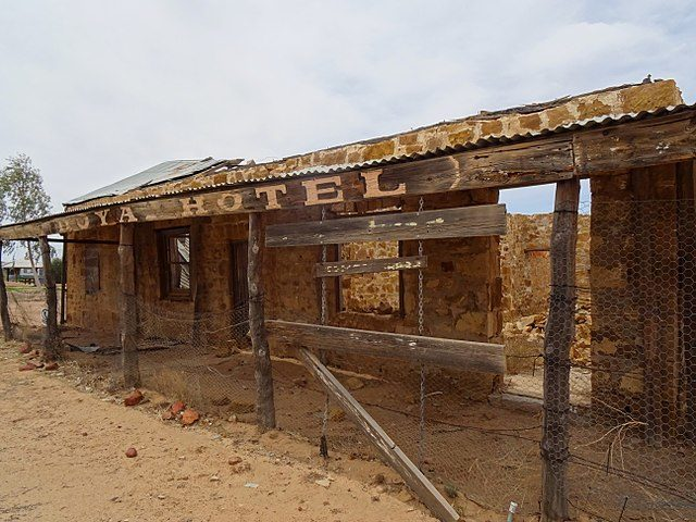 The abandoned former Royal Hotel ruins at Birdsville, Queensland, show what can hppen to abandoned buildings – Author: Ian Cochrane – CC BY 2.0