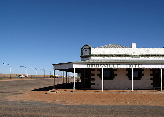 The clear blue skies show off the Birdsville Hotel to good advantage on Christmas morning, Birdsville QLD – Author: Stuart Edwards – Public Domain