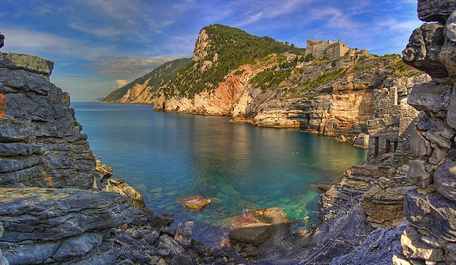 The Byron's Grotto, so named because the poet used to meditate there/ Author: Andrea – CC BY 2.0
