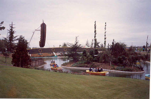 When the rides were in action, the Beaver River and The Pirate Ship were big and popular – Author: TGV617 CC BY-SA 3.0