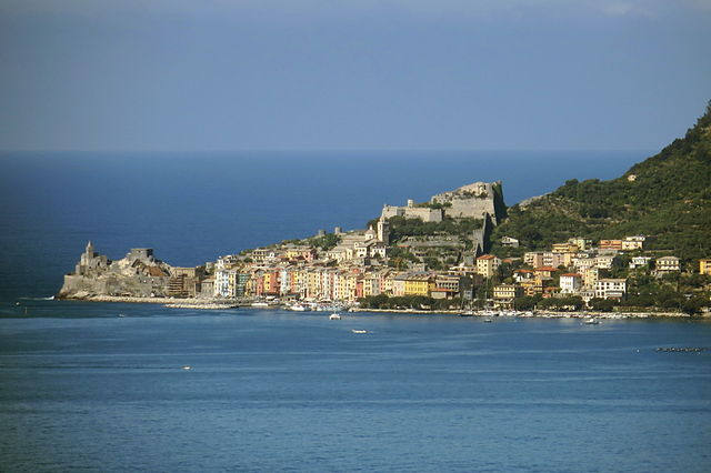 A panoramic view of Porto Venere as seen from Lerici/ Author: Aconcagua – CC BY-SA 3.0