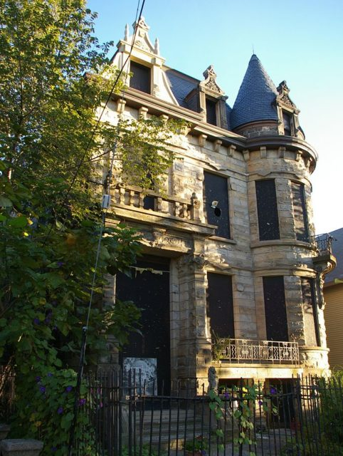 The eerie view of the Hannes Tiedemann House, aka Franklin Castle – Author: Christopher Busta-Peck – CC BY-SA 1.0
