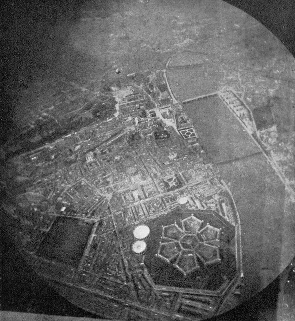 An old photograph of the prison taken from the air shows the structure in all its glory. Author:Neil Cummings –CC BY-SA 2.0
