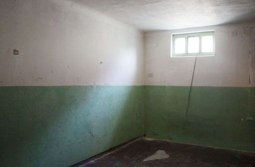 Inside a prison cell. Author: Andreas Bohnenstengel – CC BY-SA 3.0 de
