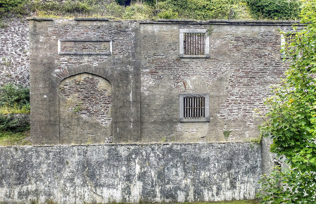 Part of the walls still remain. Author: psyberartist CC BY 2.0