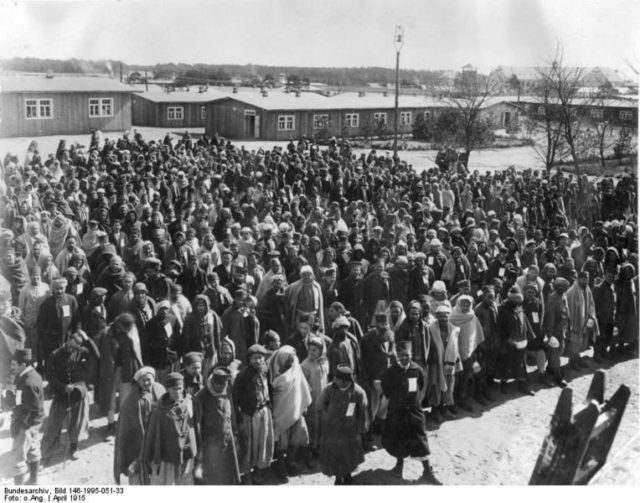 "Halbmondlager – ""half-moon camp"" had capacity for up to 5000 prisoners. Author: Bundesarchiv, Bild 146-1995-051-33 CC BY-SA 3.0 de"