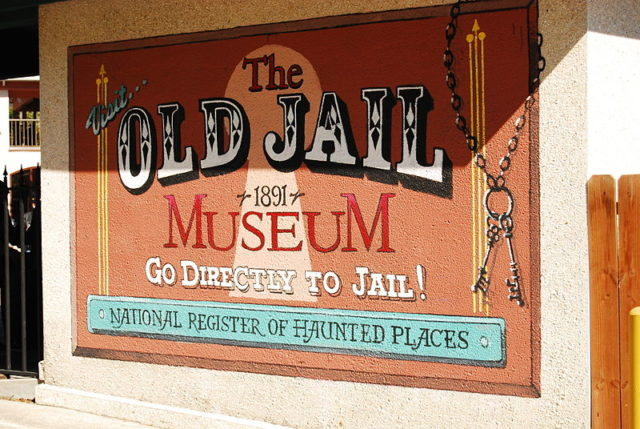 The jail is now a museum. Author: Yakin669 – CC BY-SA 3.0