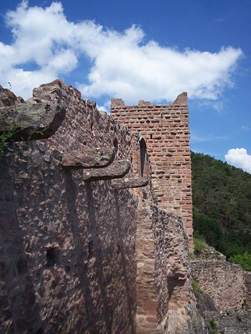 The castle was abandoned in the 16th century – Author: Dsch67 – CC BY-SA 2.5