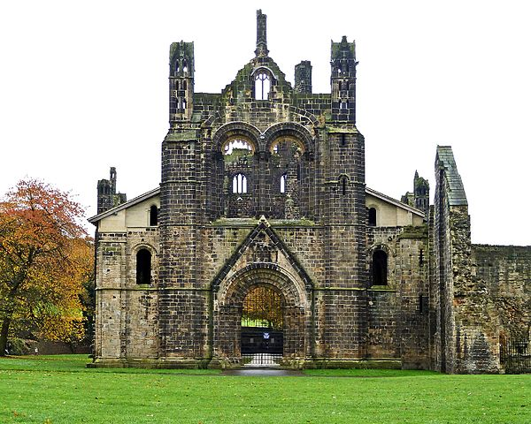 The western side of the derelict church – Author: Tim Green – CC BY 2.0