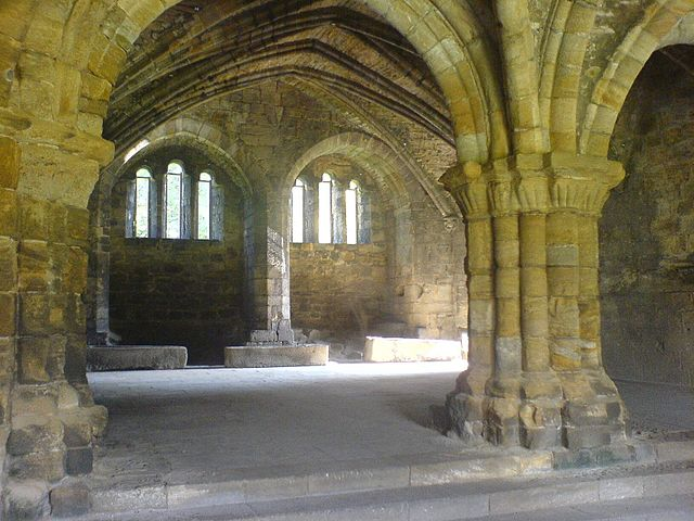 The derelict Chapter House – Author: Keith Ruffles – CC BY 3.0