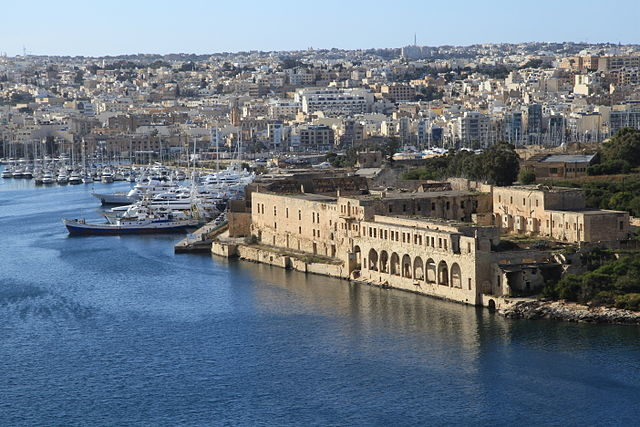 Views of the Lazzaretto complex from the bastions of Valletta in 2013 – Author: Frank Vincentz CC BY-SA 3.0