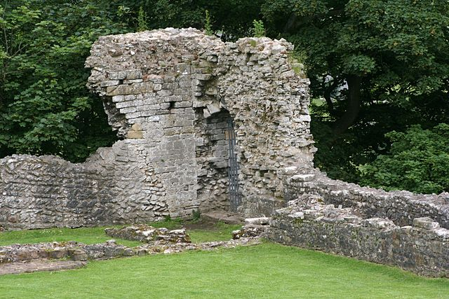 The northwest corner of the castle with the remains of the walls of the New Hall (built in the 13th century)