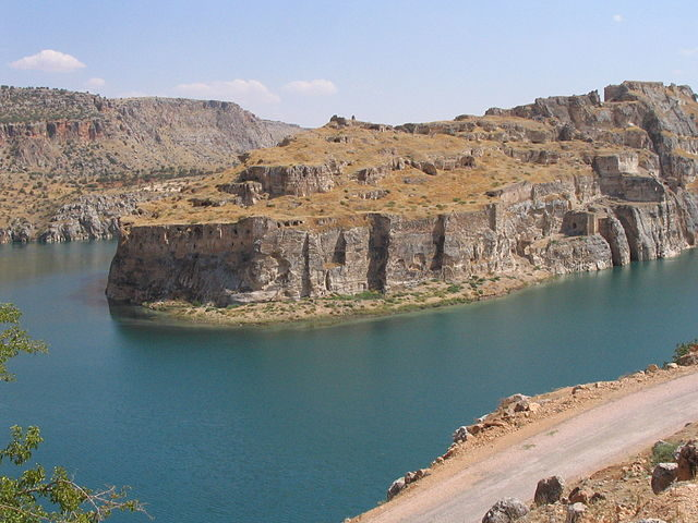 The ruins of Rumkale on the river Euphrates near Gaziantep, southeastern Turkey – Author: Klaus-Peter Simon CC BY 3.0