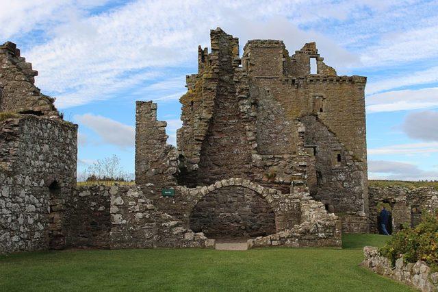 A close-up of the ruins. Author: MariuszMatuszewski – CC BY-SA 4.0