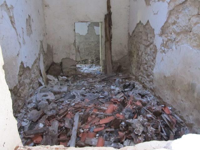 The heavily devastated interior. Author: Constantin Onu CC BY-SA 3.0 ro