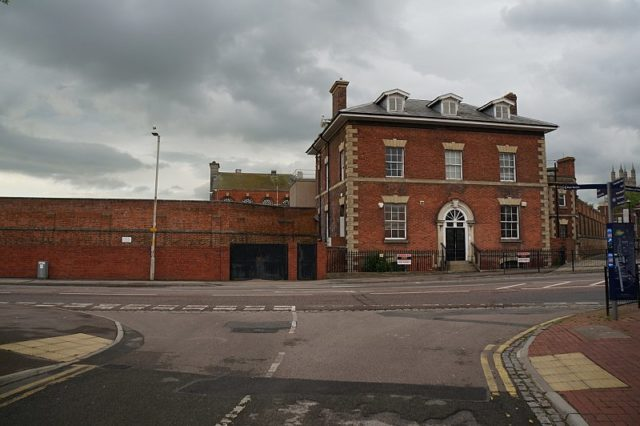 The Governors House overlooking the main road. Author: Ian S – CC BY-SA 2.0
