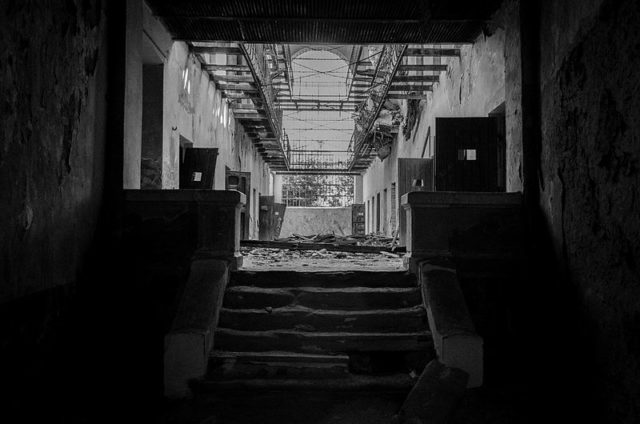 The prison has been abandoned since 1989. Author: daria raducanu CC BY-SA 3.0 ro