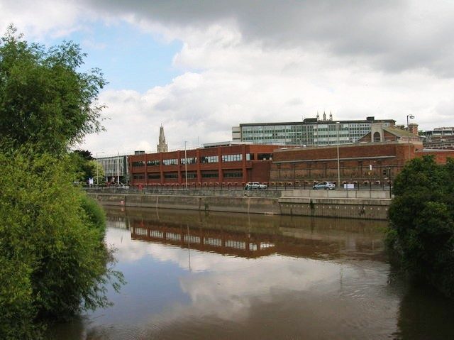 A view of the HM Prison from across the canal. Author: Alby – CC BY-SA 2.0