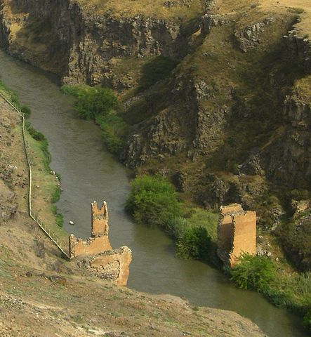 The remains of a bridge in Ani, capital of medieval Armenia, now located in Turkey's province of Kars – Author: Steven Isaacson – CC BY-SA 2.0