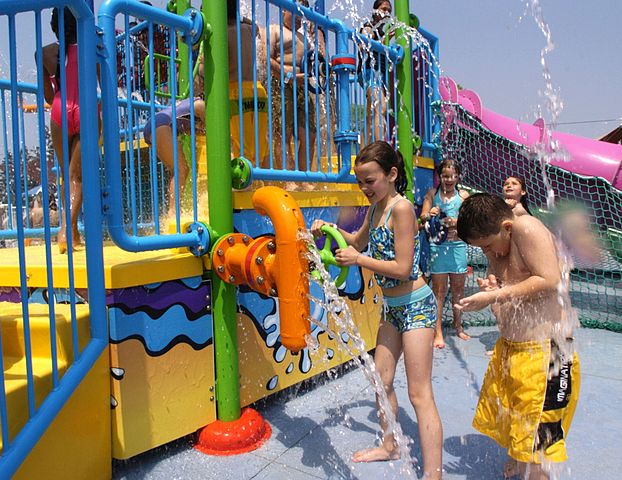 The splash ride had many valves people could interact with – Author: Glogger – CC BY-SA 3.0