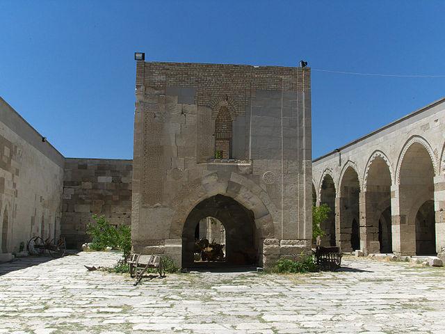 Sultanhani Caravanserai, Turkey – Author: José Luis Filpo Cabana – CC BY 3.0
