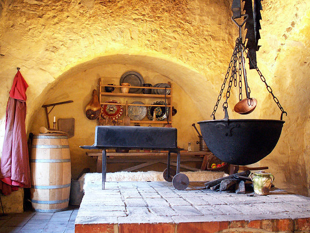 The old kitchen of Falkenstein Castle, restored – Author: Deirun – CC BY-SA 3.0