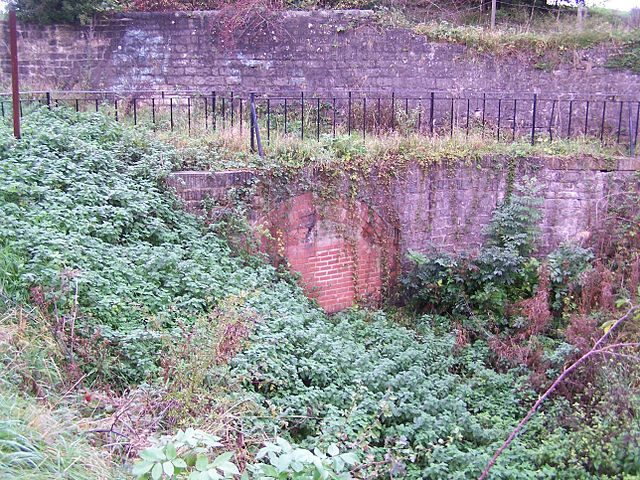 The eastern portal of the Norwood Tunnel, now blocked – Author: Tina Cordon CC BY-SA 3.0