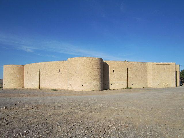 The Zein-o-Din Caravanserai, Iran – Author: David Stanley – CC BY 2.0