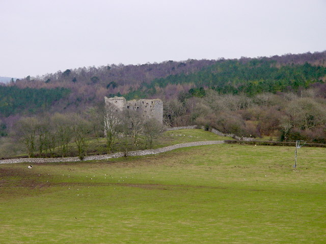 The old Pele tower – Author: Bob Jenkins – CC BY-SA 2.0