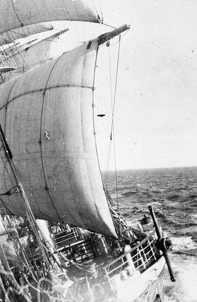 København with the sails down