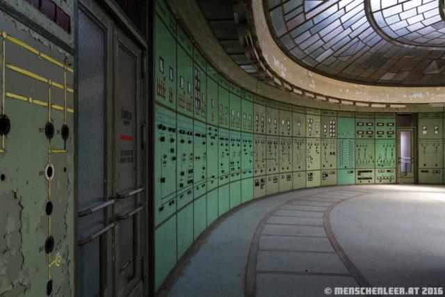 The beauty Art-Deco control centre. Author: Chris Eigner / menschenleer.at